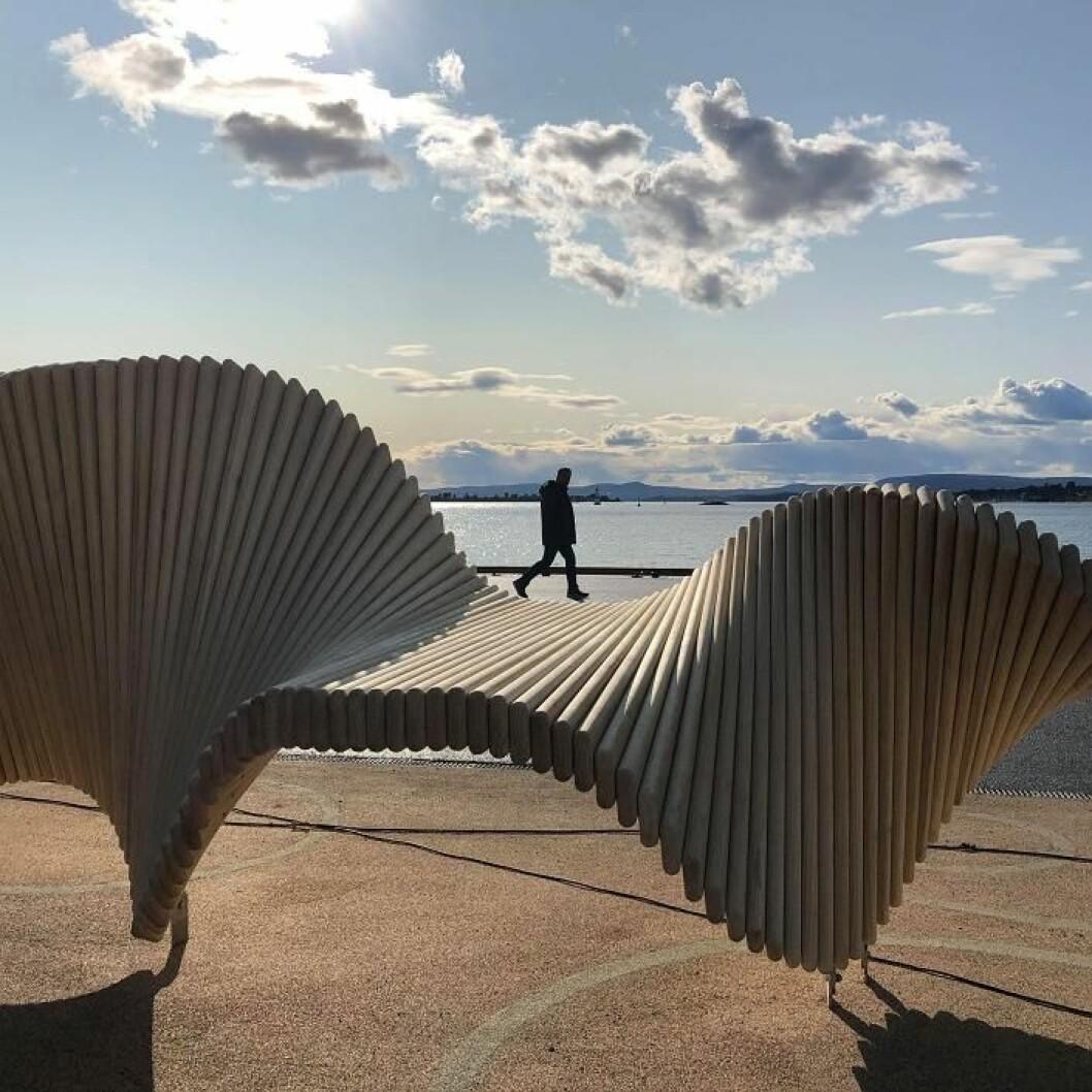 En treskulptur innbyr til lek og klatring i Oslos nyeste park mellom Rådhuset og Vippetangen. Foto: Oslo Havn KF