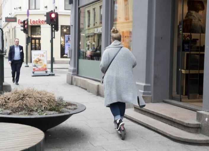 � Lette, elektriske kjøretøyer – biler, sykler eller elsparkesykler – designet for deling – løser mange av problemene byer som Oslo står overfor, skriver Kristina Hunter Nilsson. Foto: Terje Pedersen / NTB scanpix