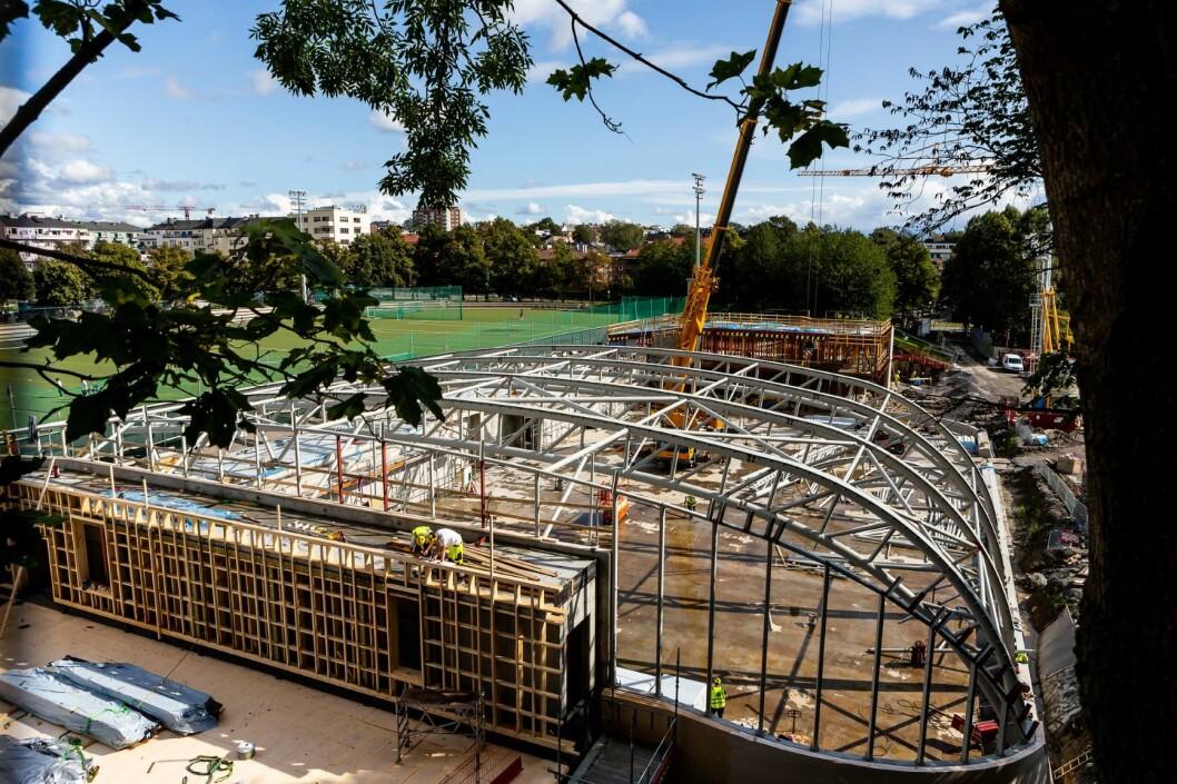 Sonja Henie ishall oppføres rett syd for Frogner stadion og blir et anlegg for kunstløp, kjelkehockey, ishockey, kortbane og andre isidretter. Foto: Tove Lauluten