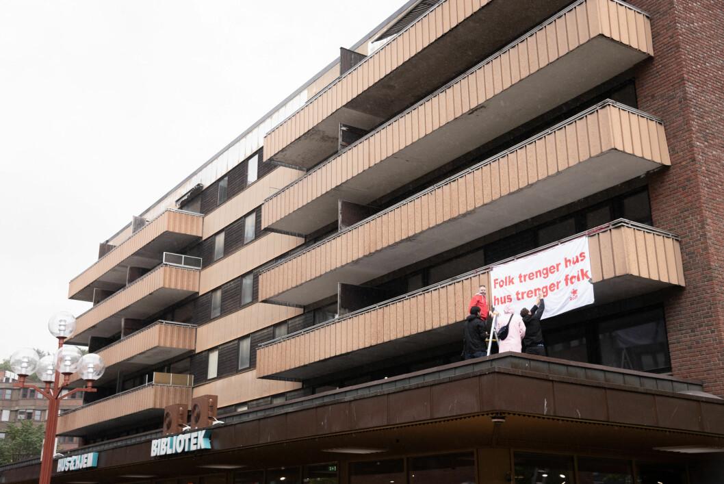 Rødt i Gamle Oslo demonstrerer for snarlig bruk av Hagegata 30 i valgkampen. Foto: Bjørnar Morønning