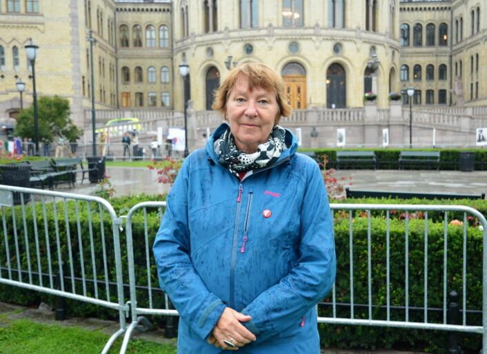 Bare timer før moskéangrepet i Bærum var ordfører Marianne Borgen med på å snu ryggen til SIAN-demonstrasjonen utenfor Stortinget. Foto: Christian Boger