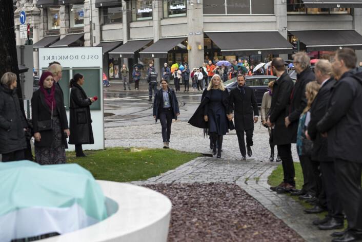 Kronprinsesse Mette-Marit og kronprins Haakon Magnus ankommer. Foto: Olav Helland