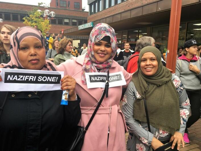 er Sara Hassan Mahamed (i rosa), Alija Abdi (i sort) og Khadija Yomis (i grått og blomster), Foto: Vegard Velle