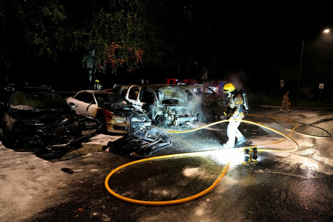 Det brant i fem biler i Ulvenveien i Oslo natt til mandag. Politiet mistenker at brannene ble påsatt. Foto: Fredrik Hagen / NTB scanpix