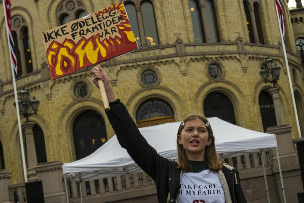 Henny fra Natur og ungdom roper et varsko mot global oppvarming. Illustrasjonsfoto: Morten Lauveng Jørgensen