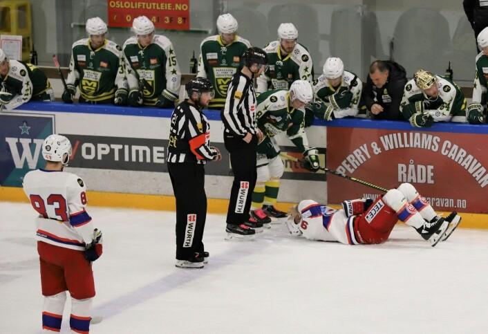 Daniel Sørvik gikk i vantet med hodet først, men det så heldigvis verre ut enn det var. Foto: André Kjernsli