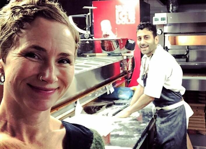Live Glesne Kjølstad og Sorab Abolfathi smiler på en selfie fra januar i år. Nå er det en annen virkelighet for de to. Foto: Privat