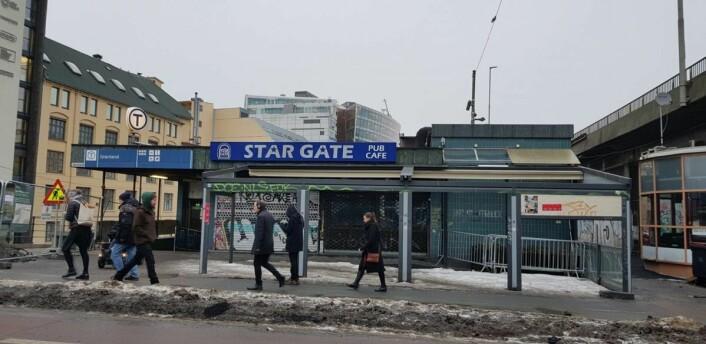 Stargate i Grønland 2 har vært stengt siden før jul. Nå håper naboer stengningen blir permanent. Foto: Christian Boger