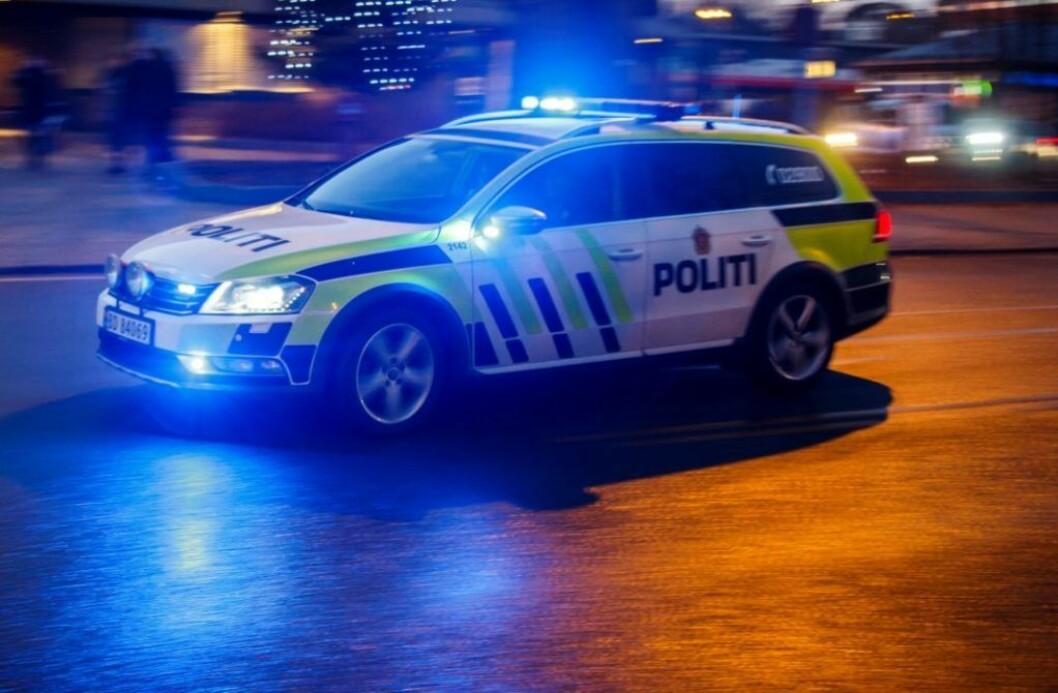 �Den pågrepne vil bli kjørt i arrest og anmeldes, skrev Oslo politidistrikt på Twitter klokken 5.20. Da hadde de oppdaget skadeverk på ti biler, men etter hvert ble antallet oppjustert til 16. Illustrasjonfoto: Heikko Junge / NTB scanpix