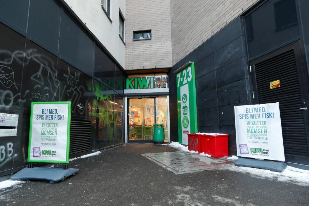 I tiltalen mot den 20 år gamle russeren som knivstakk en kvinne i ryggen her på Kiwi i Møllergata i Oslo i januar, heter det at det vil bli nedlagt påstand om overføring til tvungent psykisk helsevern. Foto: Terje Bendiksby / NTB scanpix