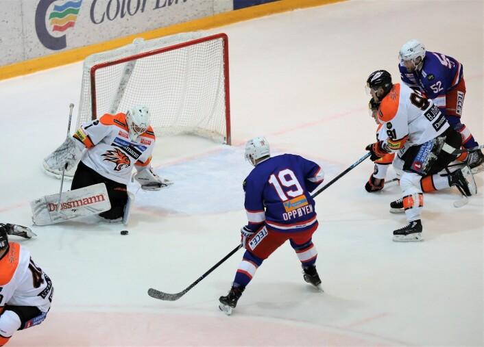 Jonas Oppøyen med en bra sjanse i første periode. Foto: André Kjernsli