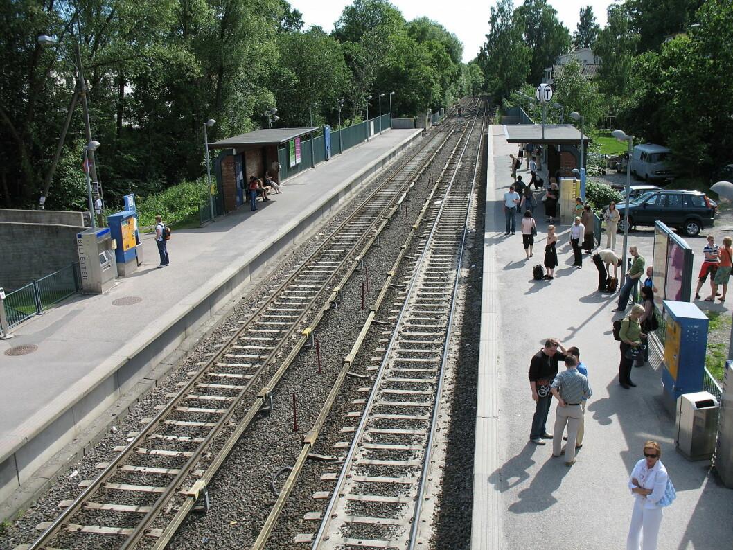 En person omkom på T-banestasjonen i formiddag. Foto: Kjetil Ree