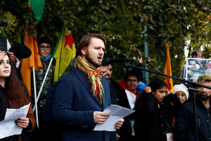 Freddy André Øvstegård, fra SV med apell da kurdere demonstrerer mot Tyrkia i Oslo. Foto: Terje Pedersen / NTB scanpix