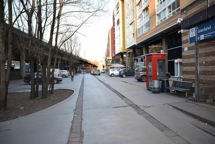Olafiagangen sett mot nord og Lakkegata fra utløpet av gaten Smalgangen. Foto: Wikimedia Commons / Helge Høifødt