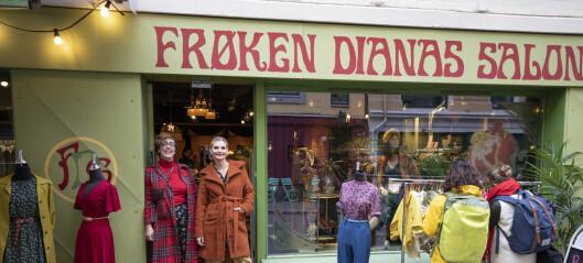 Skuespillerne Ellen og Elise oppfylte vintage-drømmen på Grünerløkka. Nå har de butikk, bok og etisk klesmerke