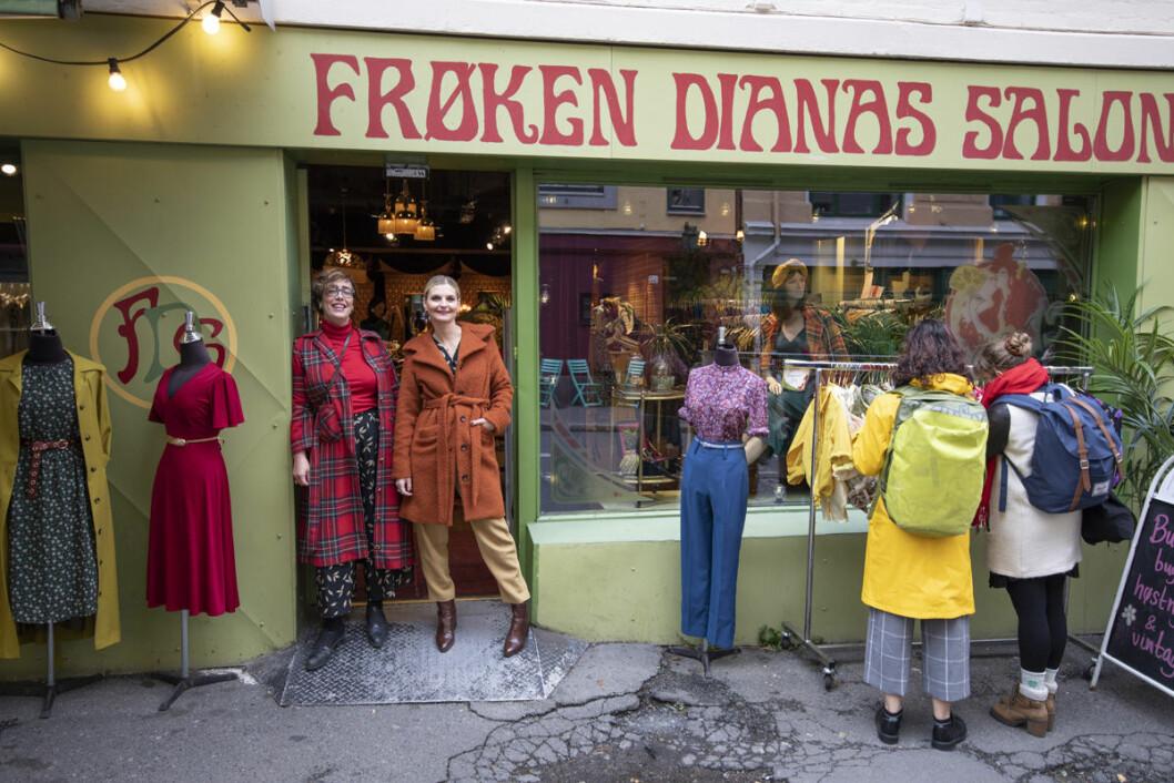 Ellen Marie Garåsen og Elise Dingstad har bestemt seg for at det er på Grünerløkka de to og Frøken Dianas Salonger hører hjemme. Foto: Olav Helland