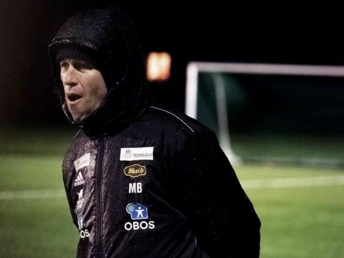 Morten Berre oppildnet spillerne til innsats. Foto: Bjørnar Morønning