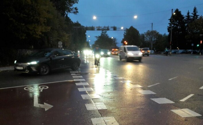 Morgenstemning fra krysset mellom Ullevålsveien og Kirkeveien. Her er det vanskelig å få oversikt, og bilene kommer fort. Foto: Anders Høilund