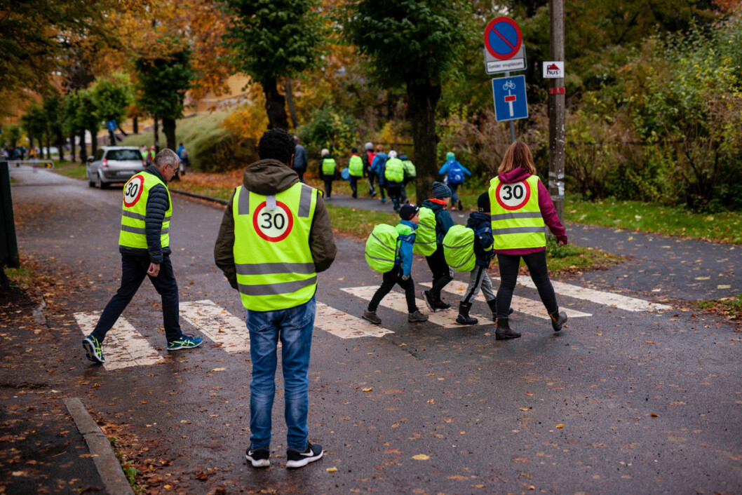 Følgegruppe på vei til Grefsen skole. Foto: Paal Ritter Schjerven