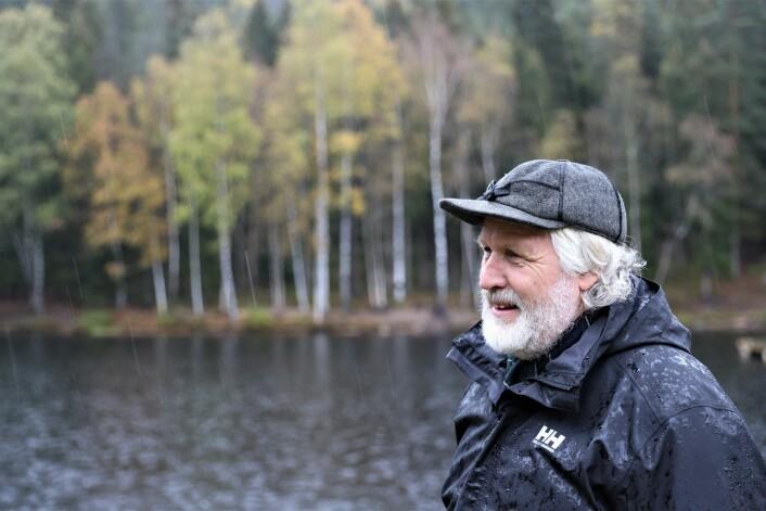 Håvard Pedersen skuer ut over Lillomarka som han er så glad i. - Jeg har fått flere tilbakemeldinger fra unger som nå har blitt voksne om hva turene har betydd for dem. Foto: André Kjernsli