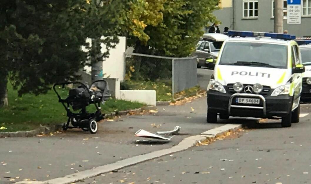 Det er uklart om det befant seg et barn i vogna som ble påkjørt av mannen i den stjålne ambulansen. Foto: Mikkel Bay Vold