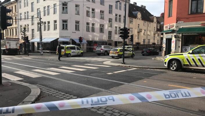 Vogts gate er avsperret i forbindelse med aksjonen mot ambulansekapreren og hans eventuelle samarbeidspartner. Foto: Mikkel Bay Vold