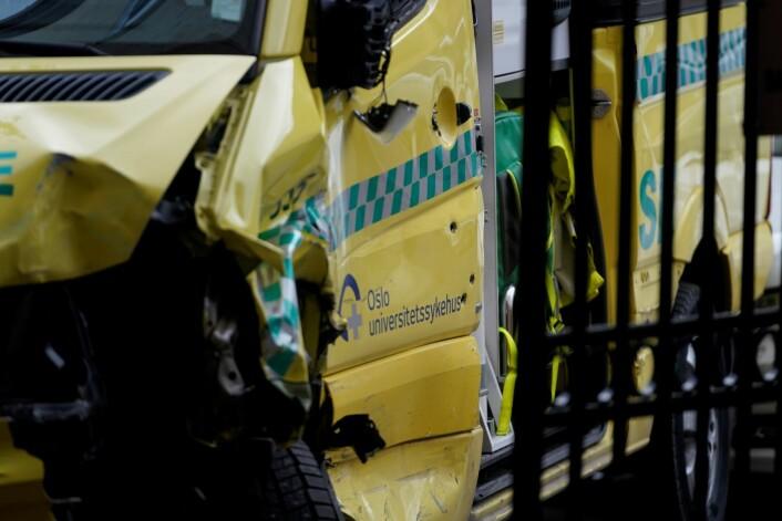 En bevæpnet mann som stjal en ambulanse i Oslo, er pågrepet. Flere kjøretøy og personer skal ha blitt påkjørt av ambulansen før den ble stanset. Foto: Håkon Mosvold Larsen / NTB scanpix