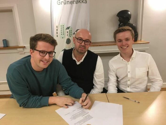MDG, SV og AP signerer den koalisjonsavtalen for bydel Grünerløkka. Fra venstre: Geir Storli Jensen (MDG), Arild Sverstad Haug (SV) og Vemund Rundberget (AP). Foto: Vegard Velle