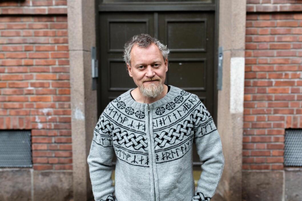 Jørn Andreassen utenfor sin kommunale bolig på Sagene. Foto: Stig Jensen
