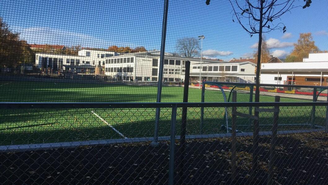 Hva som skjer med denne fotballbanen er for øyeblikket helt i det blå, men noen bruk i høst virker svært usikker. Foto: Linn Stalsberg
