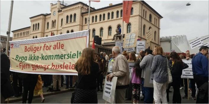 Boligopprøret demonstrerer 1. mai mot gjengs leie-ordningen. Fra boligopprørets Facebook-side.