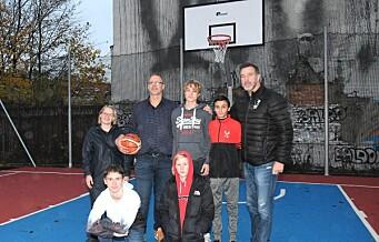 Jordal skole har fått ny basketbane. – En skikkelig «slam dunk», mener ungdommene i området