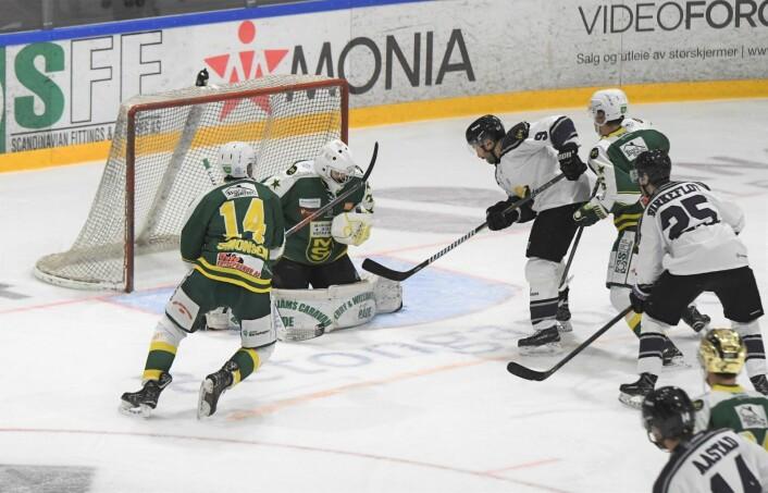 Fansen var storfornøyd med hjemmeseieren mot MS i dag. Neste kamp blir tøffere, da mot Sparta Sarpsborg. Foto: Christian Boger