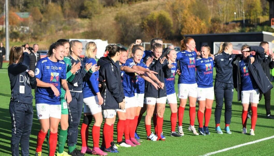 Vålerenga-jentene kunne juble for en plass i cupfinalen etter søndagens 4-1-seier over Arna Bjørnar. Foto: Christian Boger