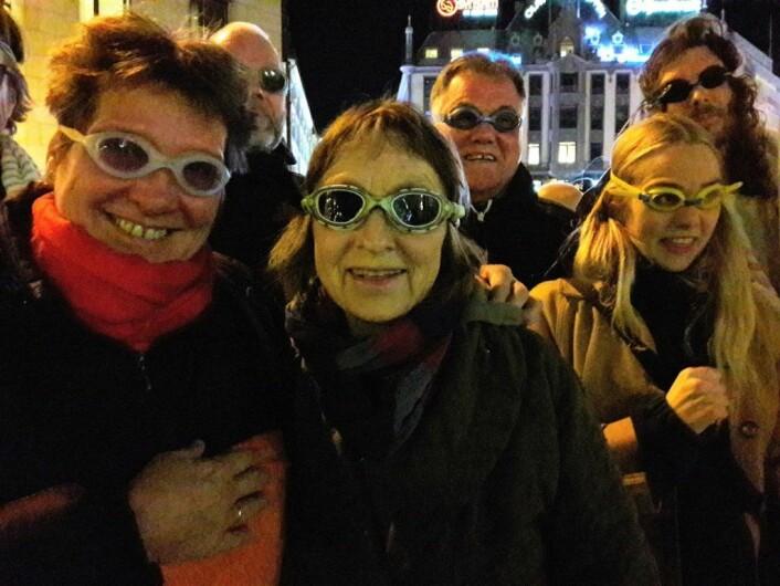 Fra januar av må badebrølerne nøye seg med å bruke dykkerbrillene på land. Fra venstre: Barbro Thorvaldsen, Hilde Krogh og Signe Larsson. Foto: Anders Høilund