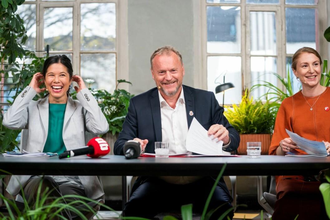 Raymond Johansen mener Oslo kan overta som arrangør for klimatoppmøtet. Her er han sammen med Lan Marie Berg fra MDG og Sunniva Holmås Eidsvoll fra SV på en pressekonferansen nylig. Foto: Håkon Mosvold Larsen / NTB scanpix