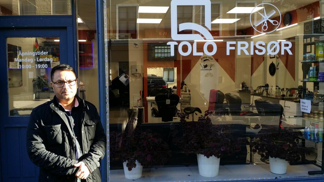 Herreklipp og vask hos Tolo Frisør koster 220 kroner. Hvor? Selvsagt i Tøyengata. Foto: Åsmund Berge