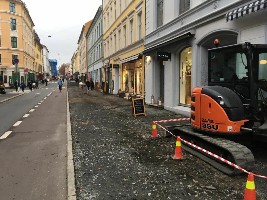 Ingen av butikkene i Markveien fikk noen beskjed om gravearbeidene. For smått, svarte bymiljøetaten. Foto: Jan Robert Johnsen