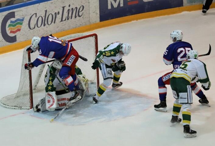 Thomas Olsen vil gjerne score i denne matchen også. Foto: André Kjernsli