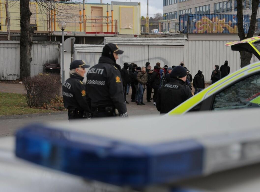 � De forsøkte å ta seg over sperringene, og da måtte politiet gripe inn. Vi har ikke fått melding om noen skadde, sier operasjonsleder Marianne Heidenstrøm i Oslo politidistrikt. Foto: Ørn E. Borgen / NTB scanpix