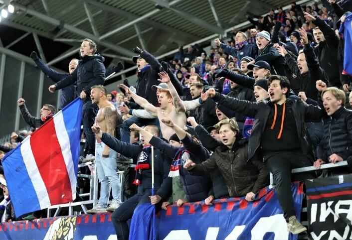 Klanen var naturlig nok ekstatisk etter første seier siden 5. juli. Foto: André Kjernsli