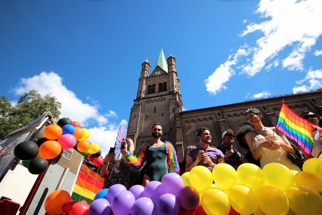 Før homoparaden, møttes mange og spiste frokost i Grønland kirke. Foto: André Kjernsli