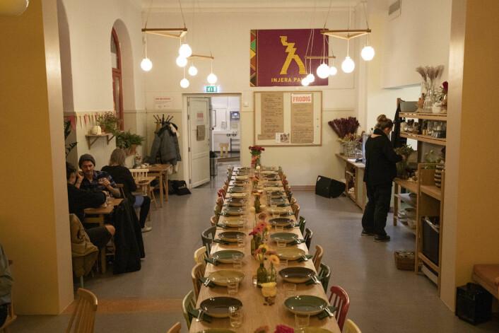 Det er god plass på Injera Palace, som er åpent fra tirsdag til søndag. Foto: Olav Helland