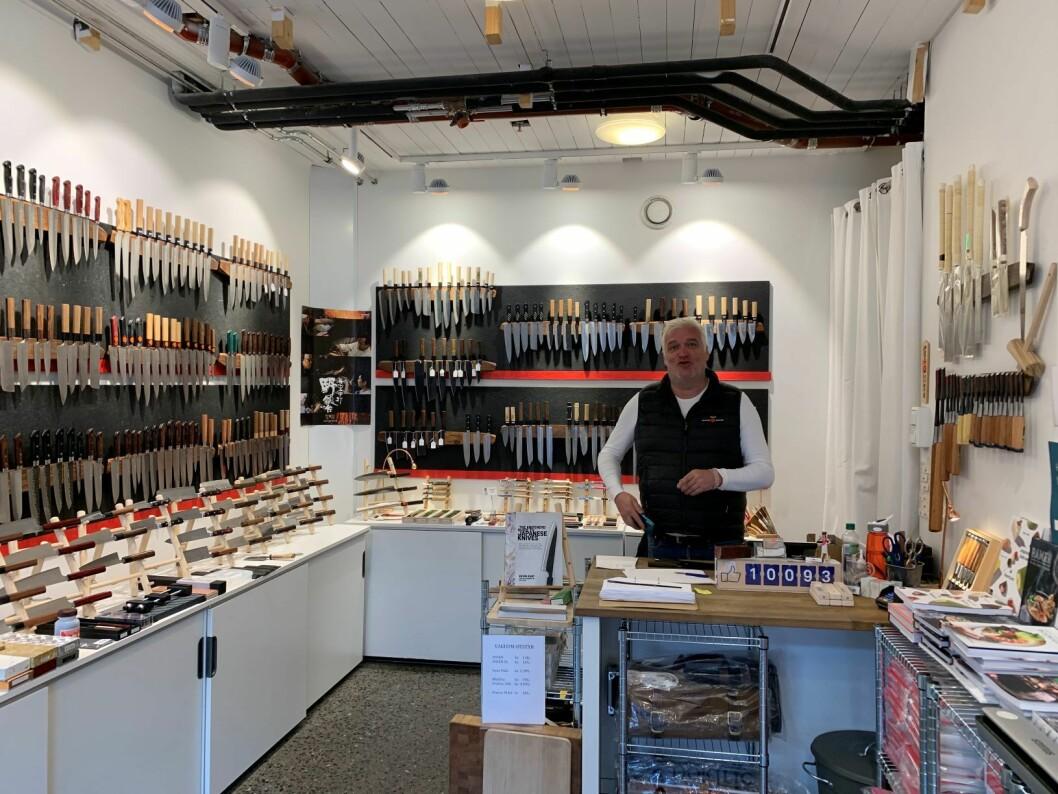 Michael Aagreen driver Norges største utsalgssted for japanske kjøkkenkniver og kokkekniver. Foto: Roar Smelhus