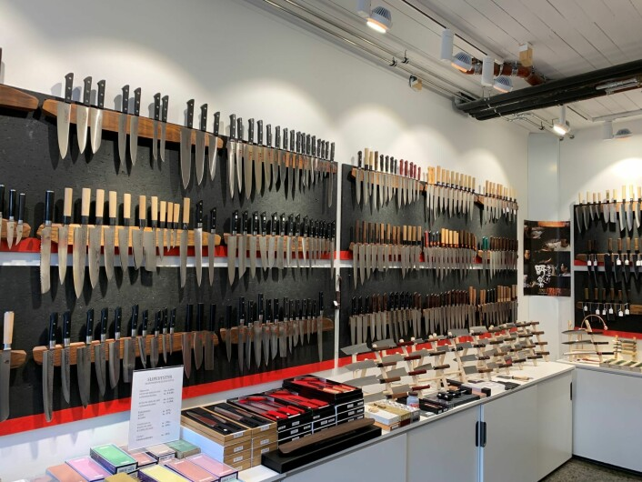 Det store antallet spesialkniver gjør at det er stor sjanse for at folk finner sin kniv her. Foto: Roar Smelhus