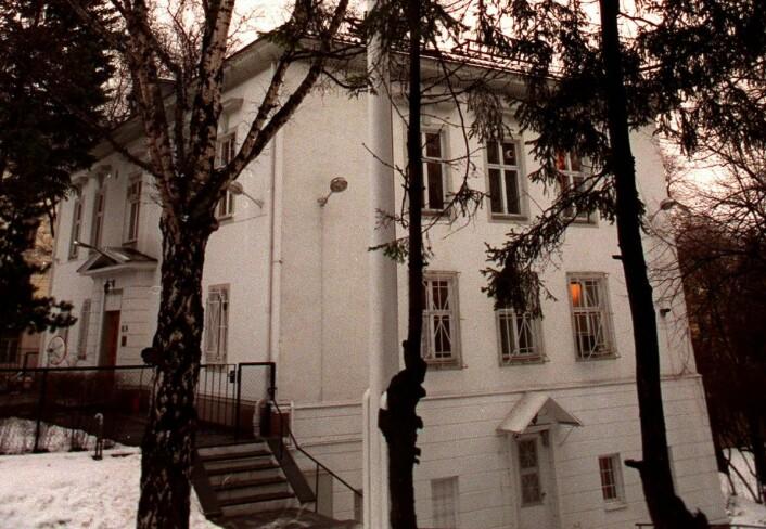 Den eldste bygningen på ambassadetomten er et herskapshus bygget i 1867 for oberst F.P.L. Næser av arkitekt Wilhelm von Hanno. Fra 1926 var huset residens for Tysklands gesandt Edmund Rohmberg, og senere bodde også Curt Bräuer her. Sistnevnte var Hitlers sendemann til Norge under andre verdenskrig. Foto: Morten Holm, NTB / scanpix