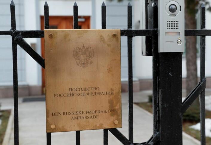 Siden april har Russlands ambassade forsøkt å finne ut hvem som skal håndheve fyringsforbudet og hvor de kan søke dispenasasjon inntil de gamle bygningene på Skarpsno får moderne fyringsanlegg. Foto: Terje Bendiksby / NTB scanpix