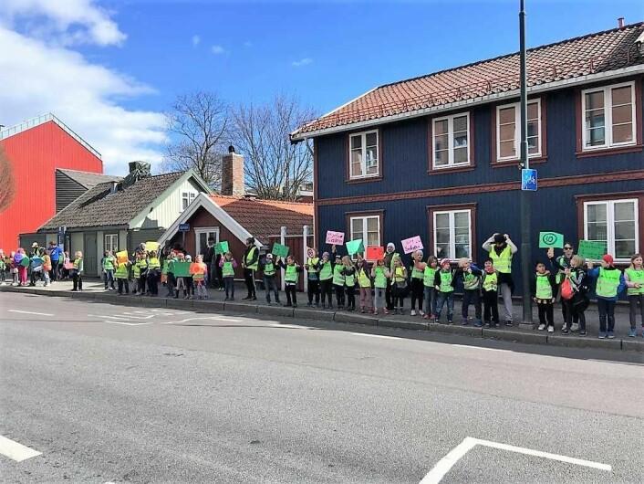 Skoleveien vår må bli trygg, krever folk på Vålerenga. Foto: Aksjon Strømsveien