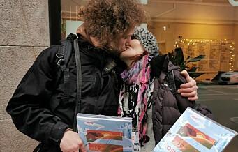 Årets julebok fra =Oslo er i salg, og både selgerne og kundene er begeistret