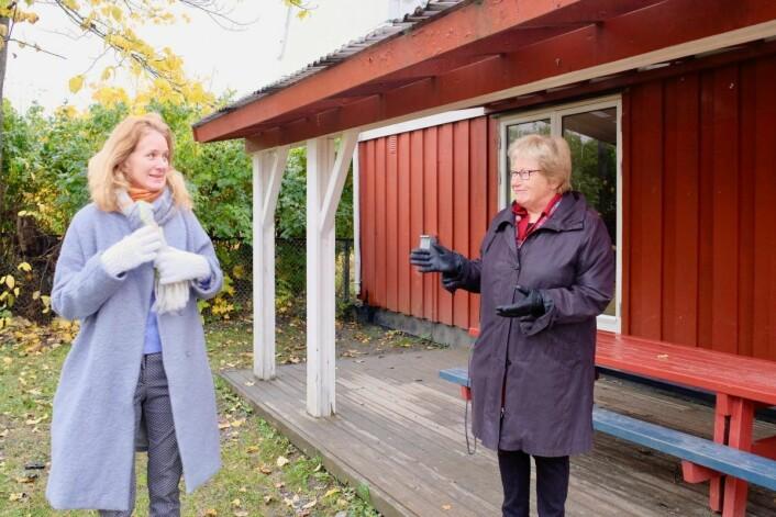 Siri og Helga Arnesen fra Valleløkken-Bolteløkka Vel kan bekrefte at det er mange folk i bydelen som har interesser i å få i stand huset. Foto: Emilie Pascale